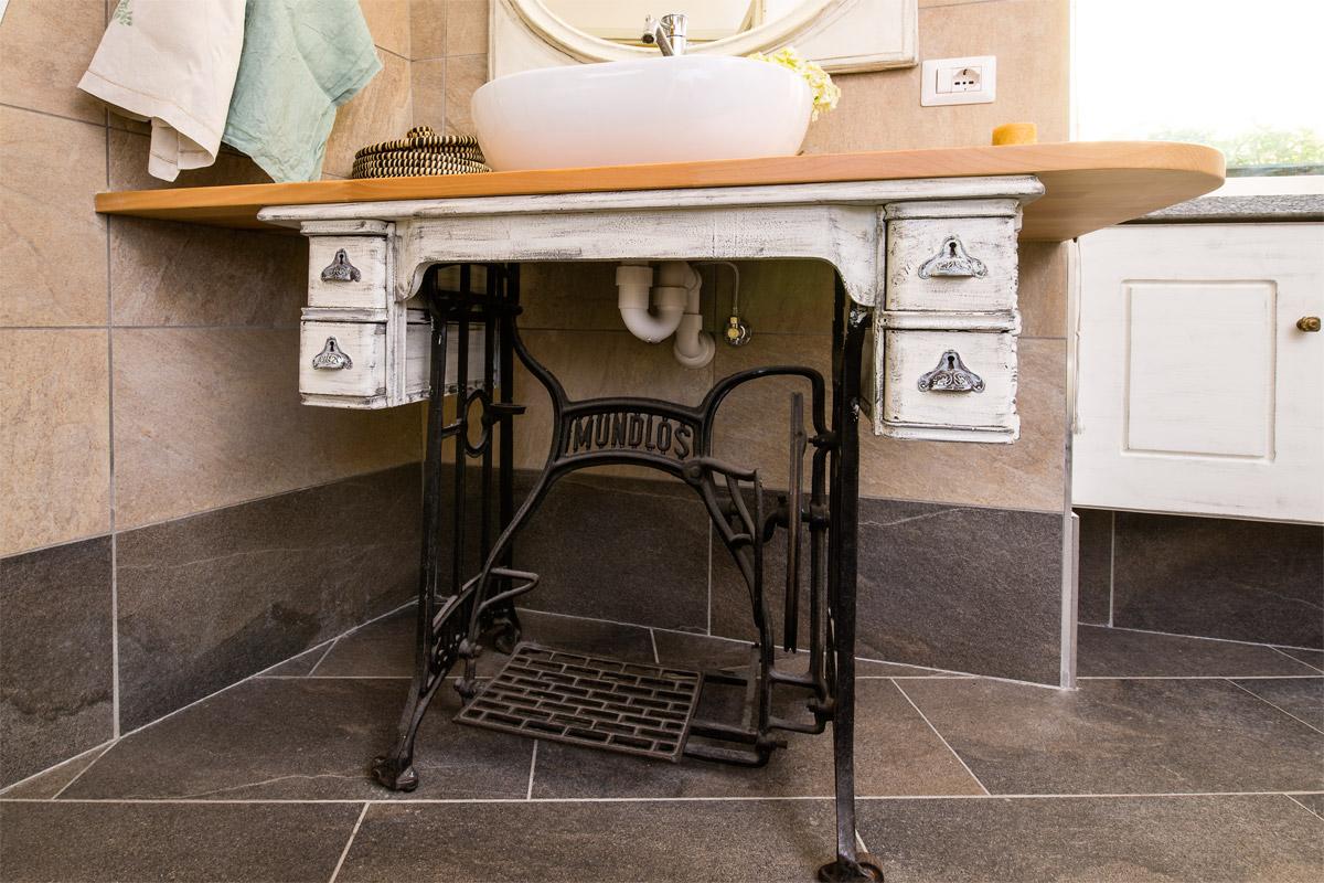 Tende classiche per il bagno - Mobili per macchine da cucire ...